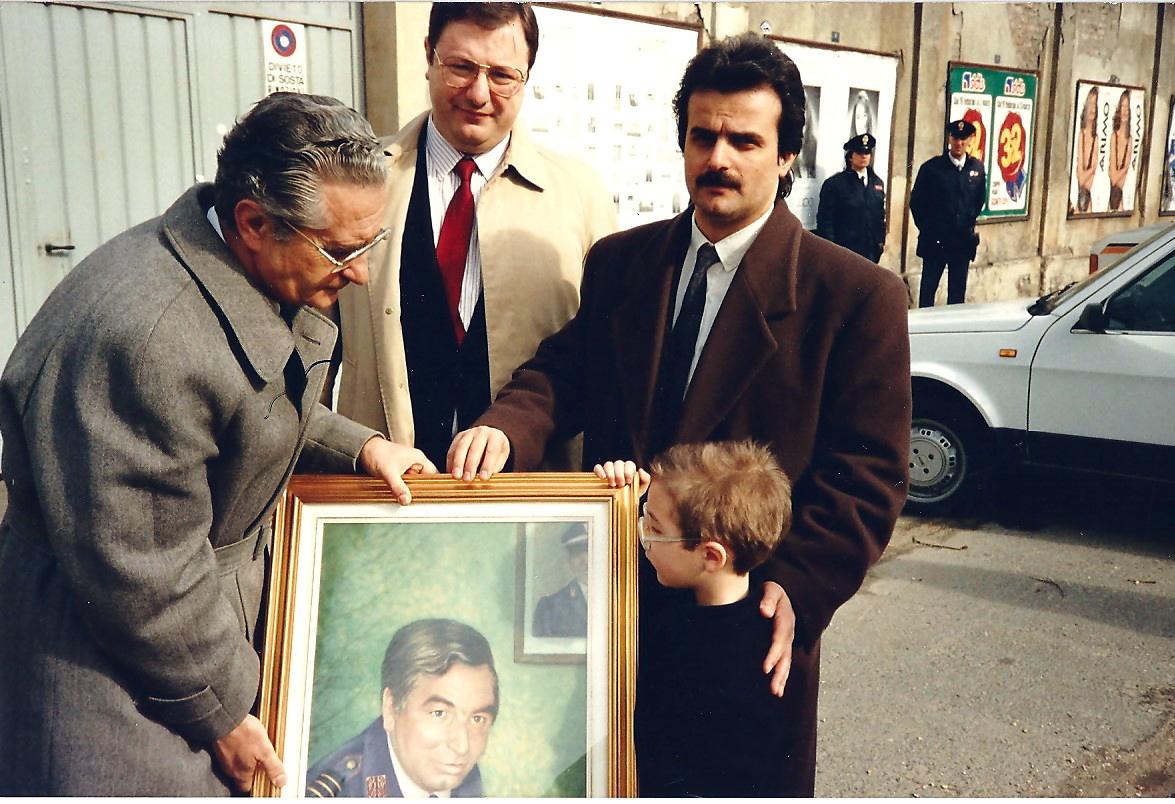 Dono a Commissario di PS di Torino del dipinto del Maresciallo Rosario Berardi vittima del terrorismo
