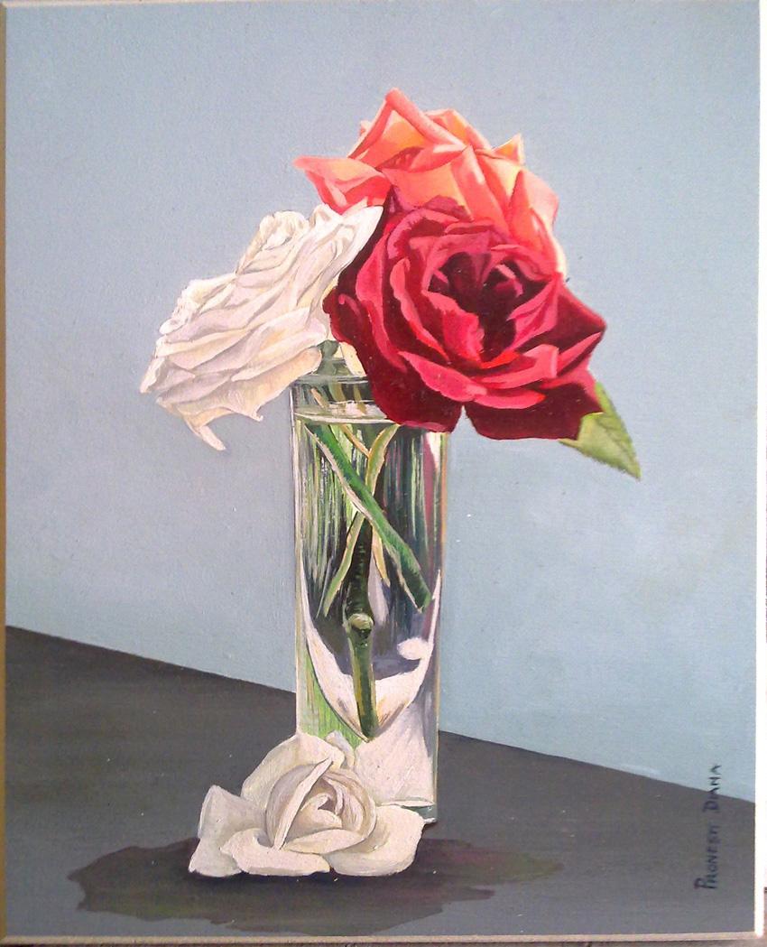 Rose bianco rosse nel bicchiere con sfondo chiaro 24x30